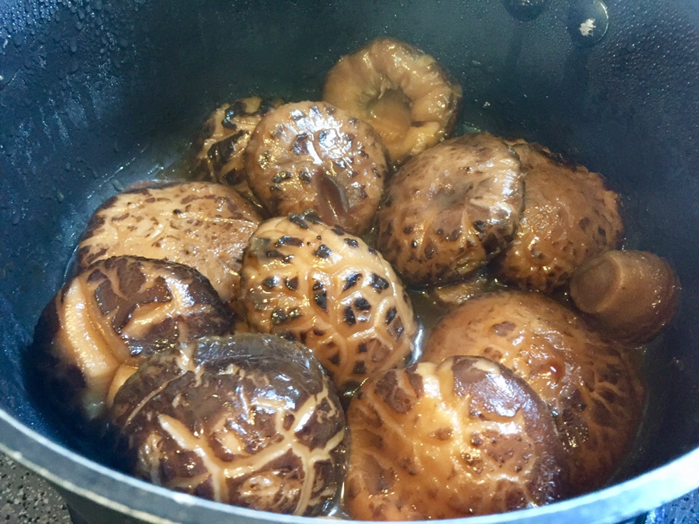 Braised Shiitake Mushrooms in Oyster Sauce 蠔油炆冬菇
