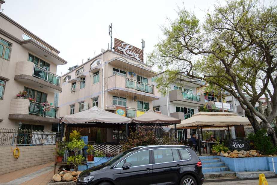 Cafes & restaurants with various cuisines - Local, Thai, Italian, etc