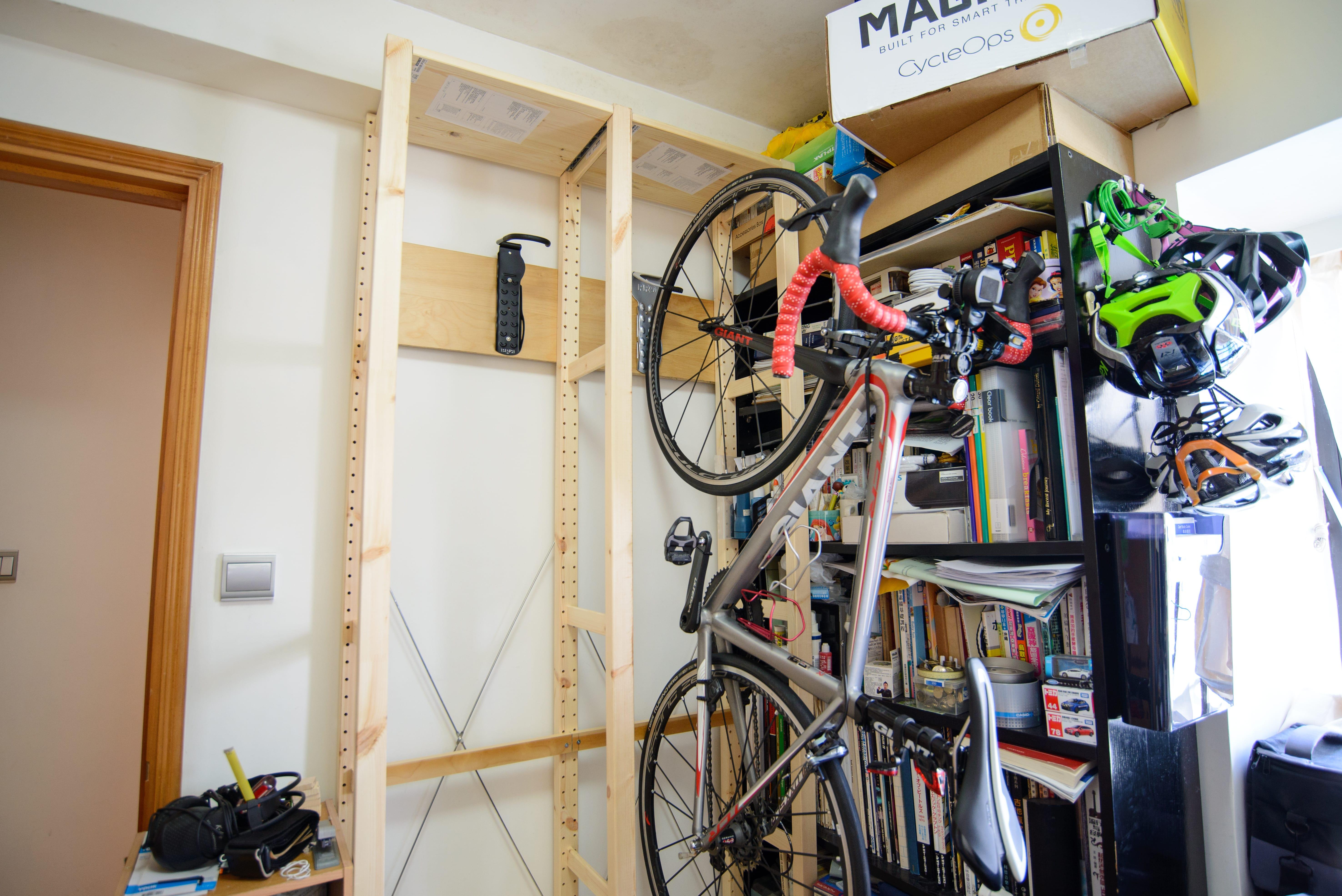 DIY Bike Rack ready with one Road Bike