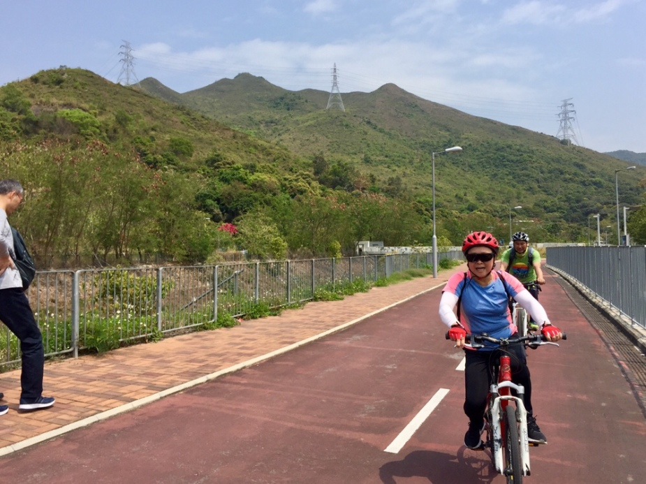 Bike path along Tai Wo Service Road East near Fanling