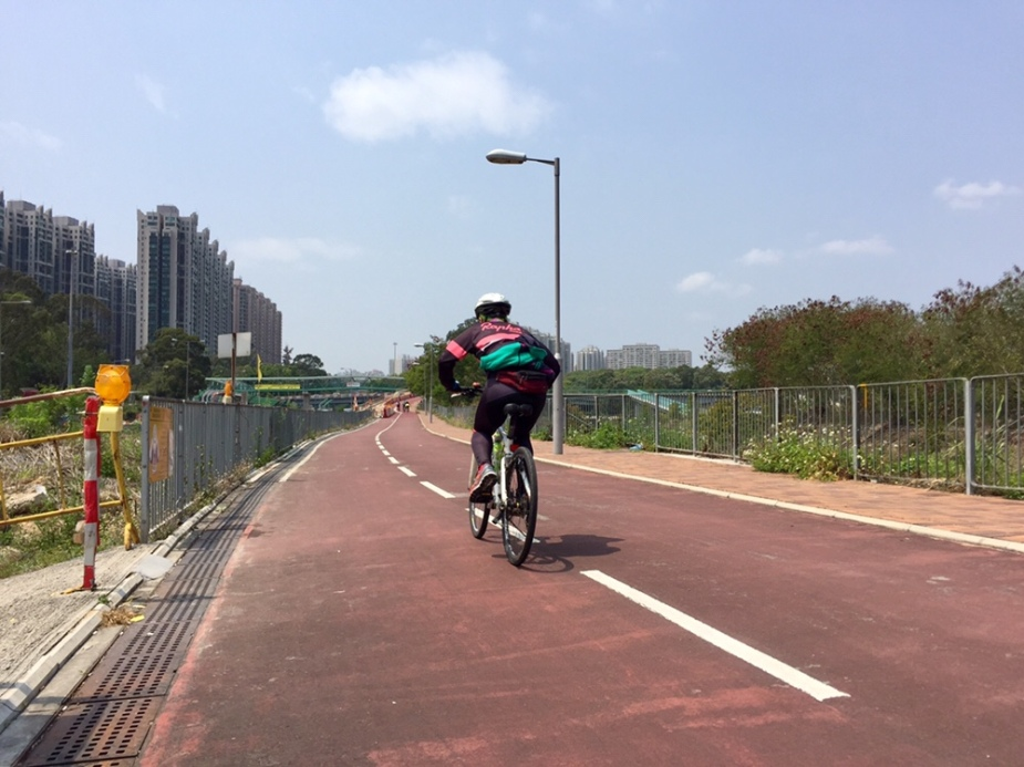 Sprinting along Tai Wo Service Road East near Fanling