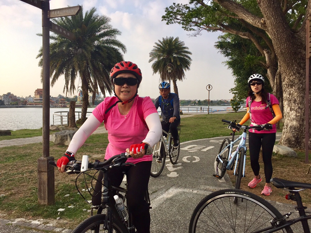 End of our sprint along the Lotus Pond Bike Path