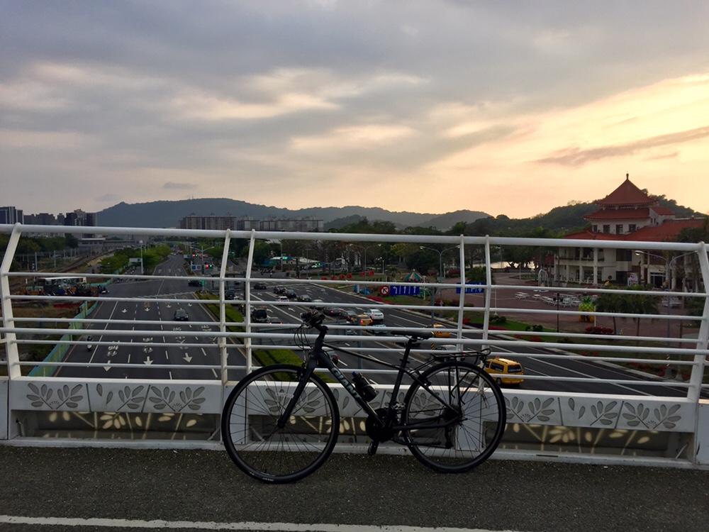 Sunset at the Cueihua Bicycle Bridge
