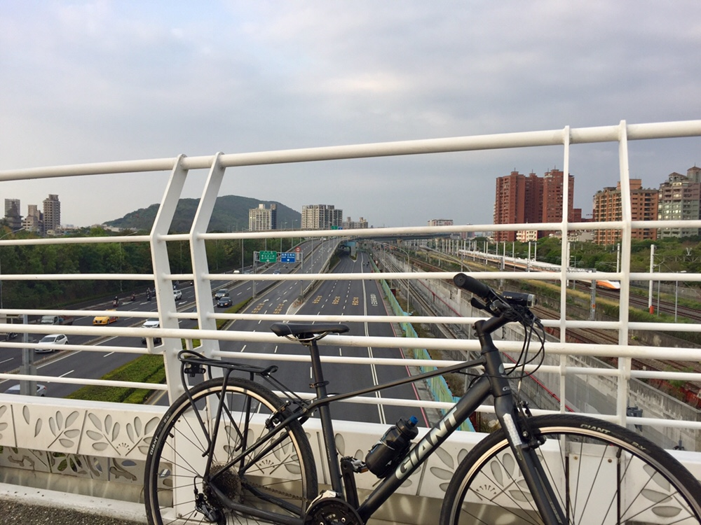 Cueihua Bicycle Bridge with Kaohsiung Metro Expressway at the background