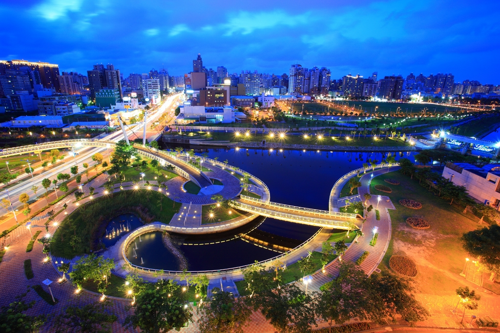 Night view of Heart of Love River