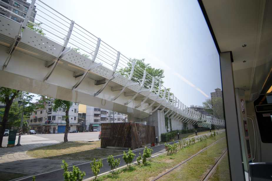 Entrance/Exit of the Cianjhen Star bike bridge at Kaisyuan 4th Road