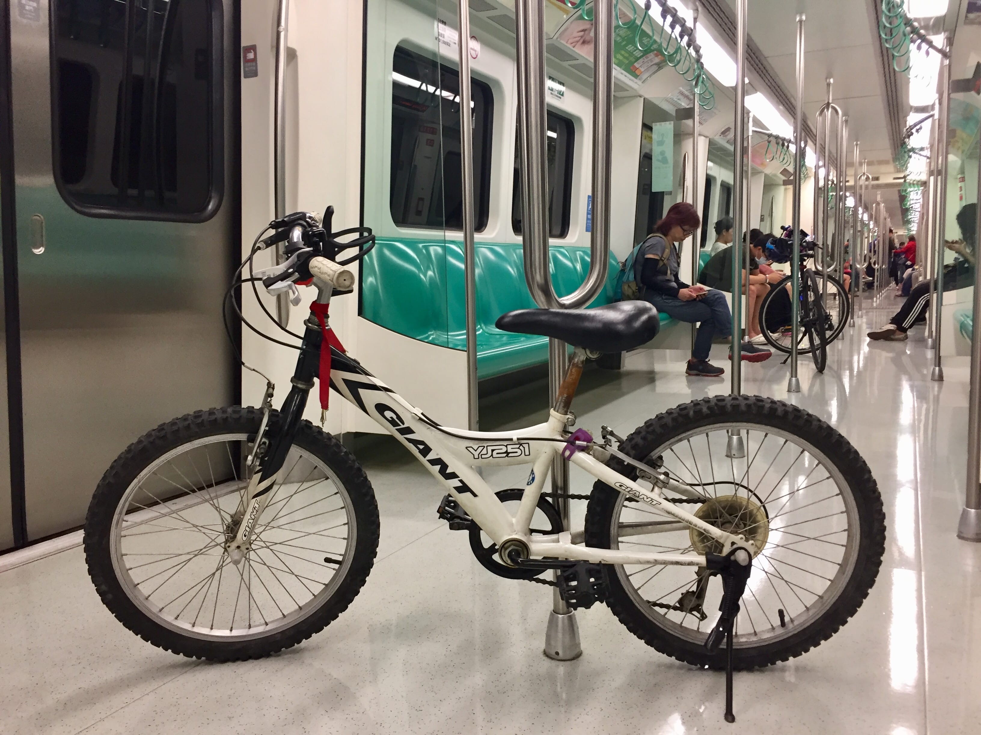 Carrying bike in MRT, Kaohsiung