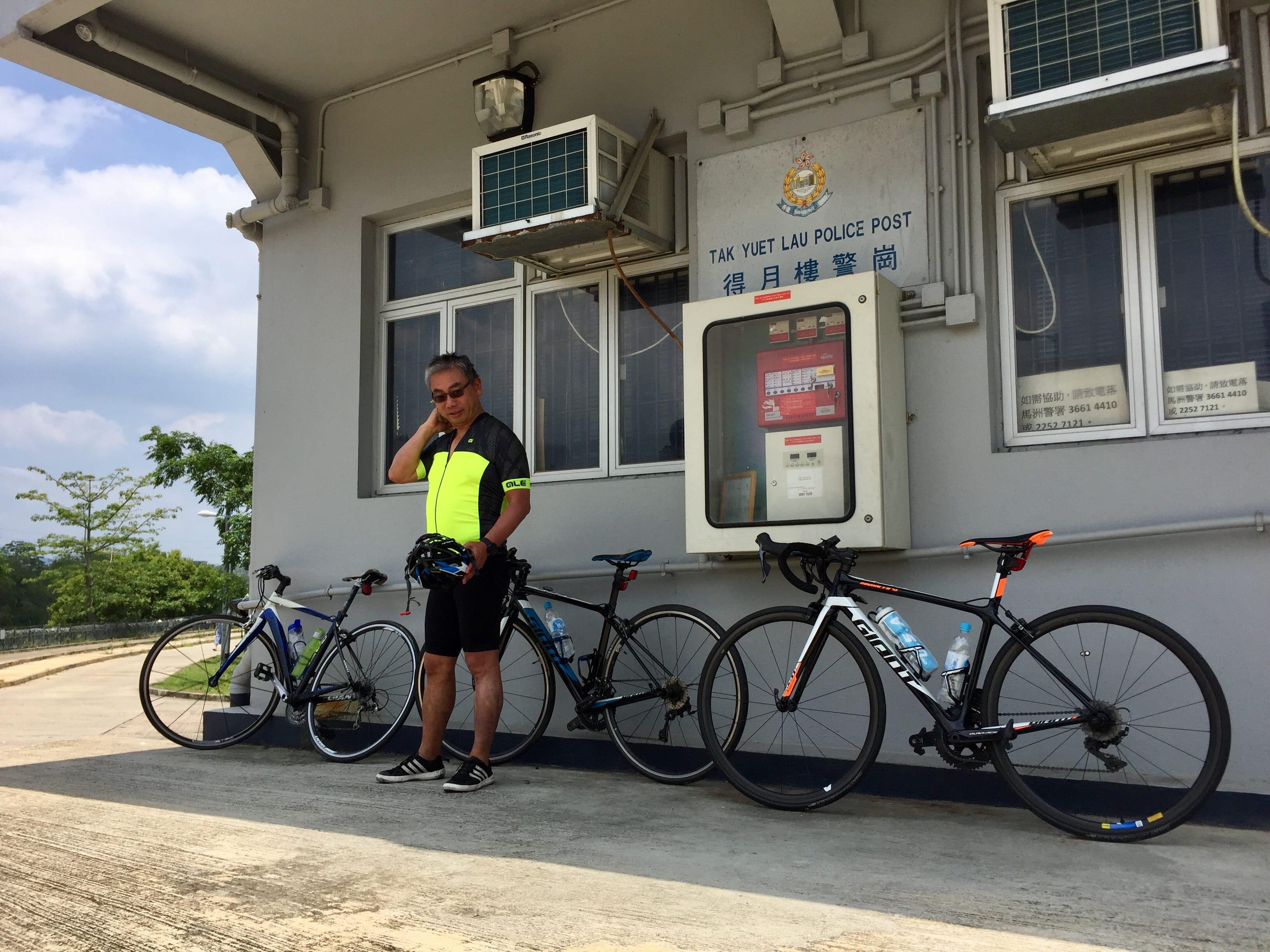 Short break at the Tak Yet Lau Police Post