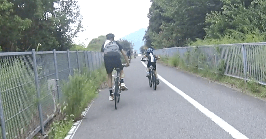 Boy ride out of the seat to overtake the bigger brothers