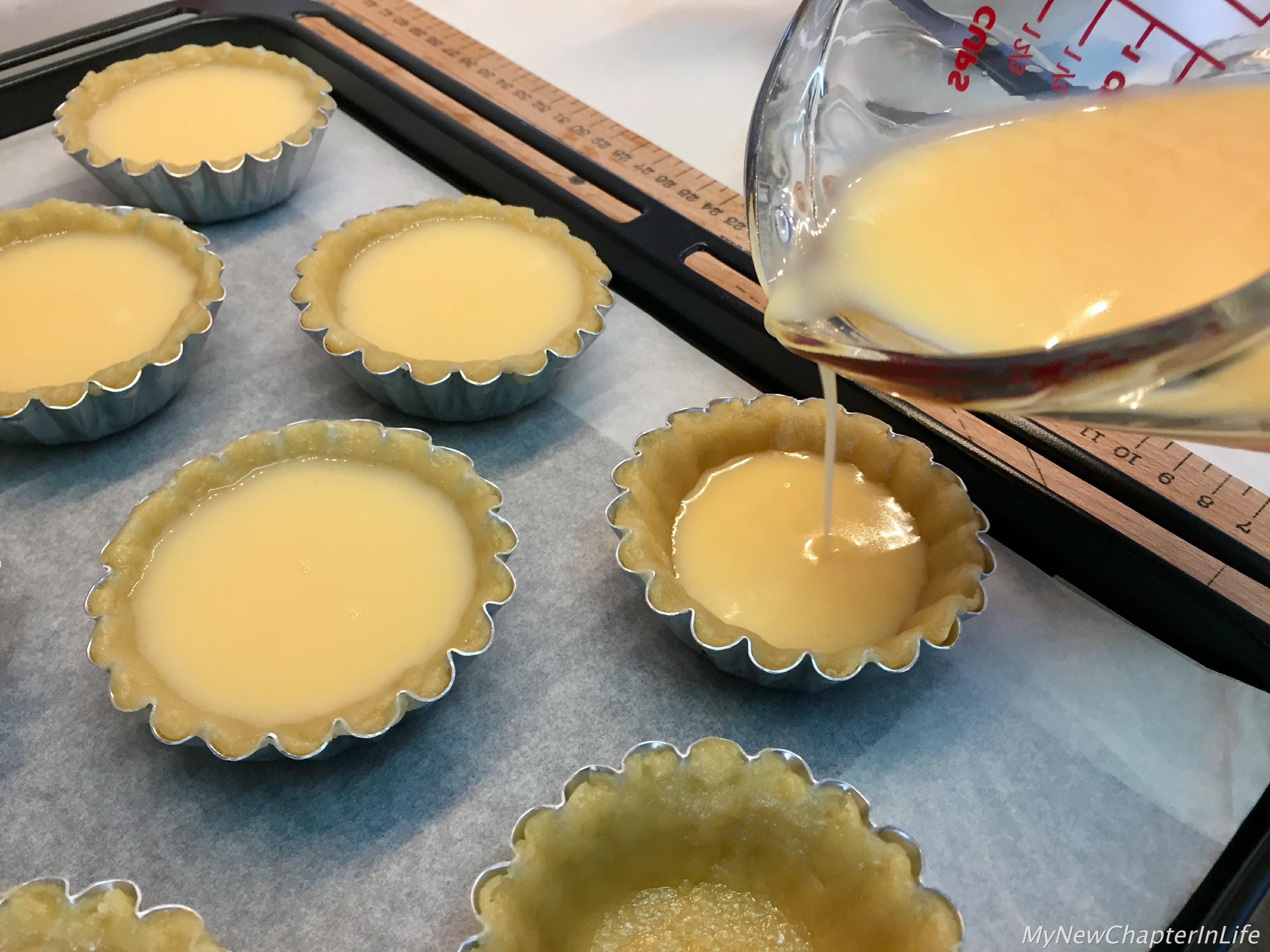 Pour the egg-tart filling into the mould
