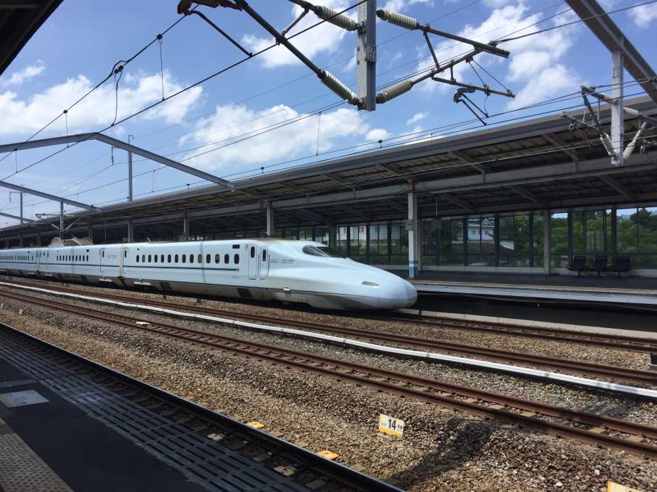 """The """"Hikari"""" running on the Tokaido-Sanyo Shinkansen"""