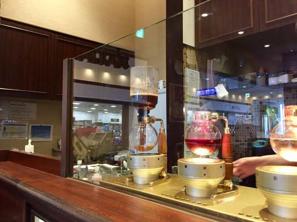Siphon Coffee brewing at KO:HI:KAN Kurashiki