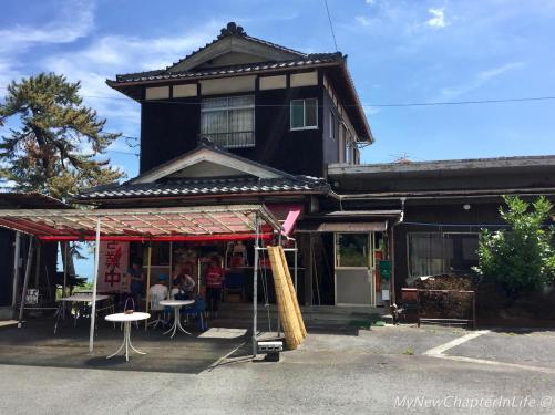 Coffee shop along Route 161 towards Shirahige Shrine