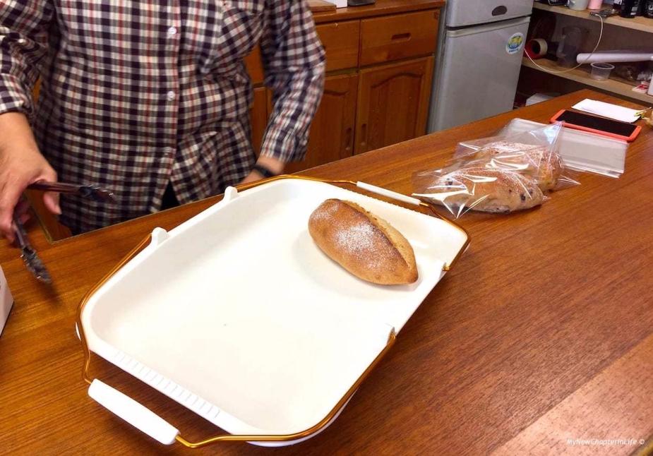 老闆娘阿段替我包好麵包