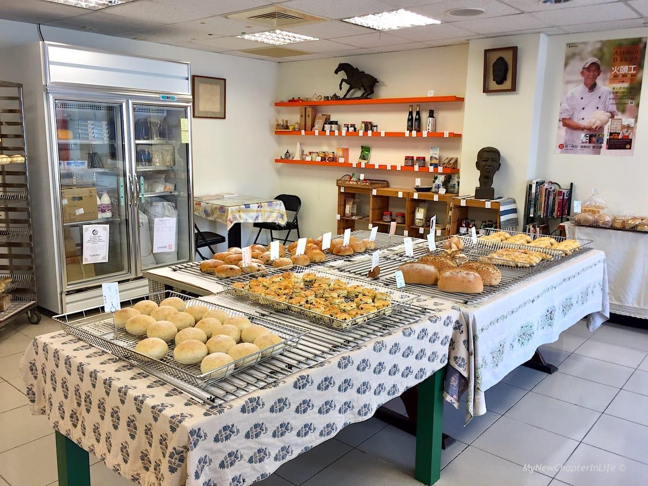 麵包簡單地放置在店內正中