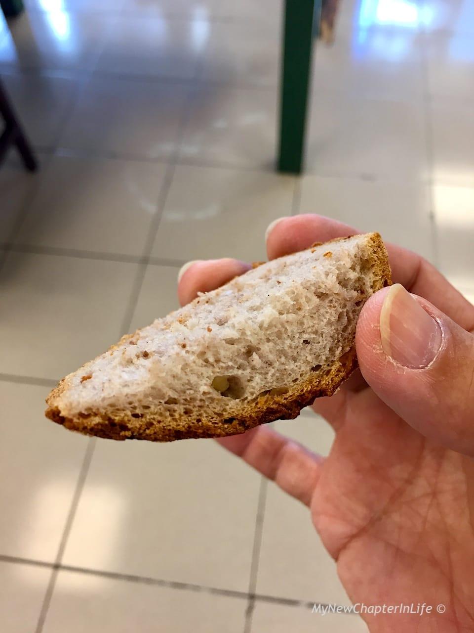 老闆娘阿段請我試吃的裸麥玫瑰酸種麥包