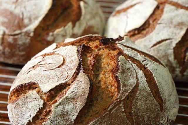 裸麥玫瑰酸種麵包