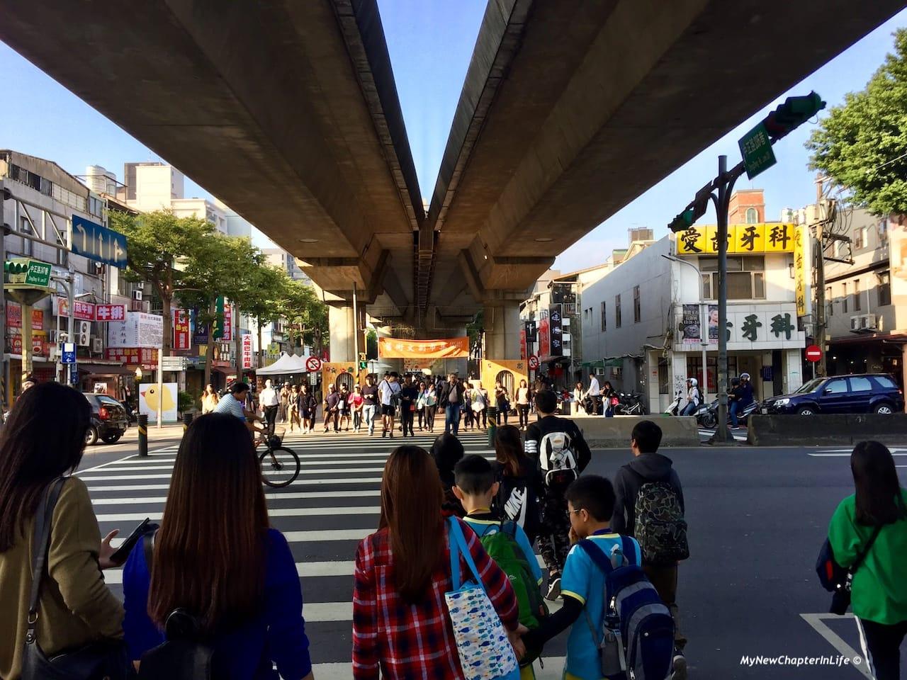 㨗運高架橋下的舊街文創市集 Gue Gei Market under the MRT Elevated Bridge