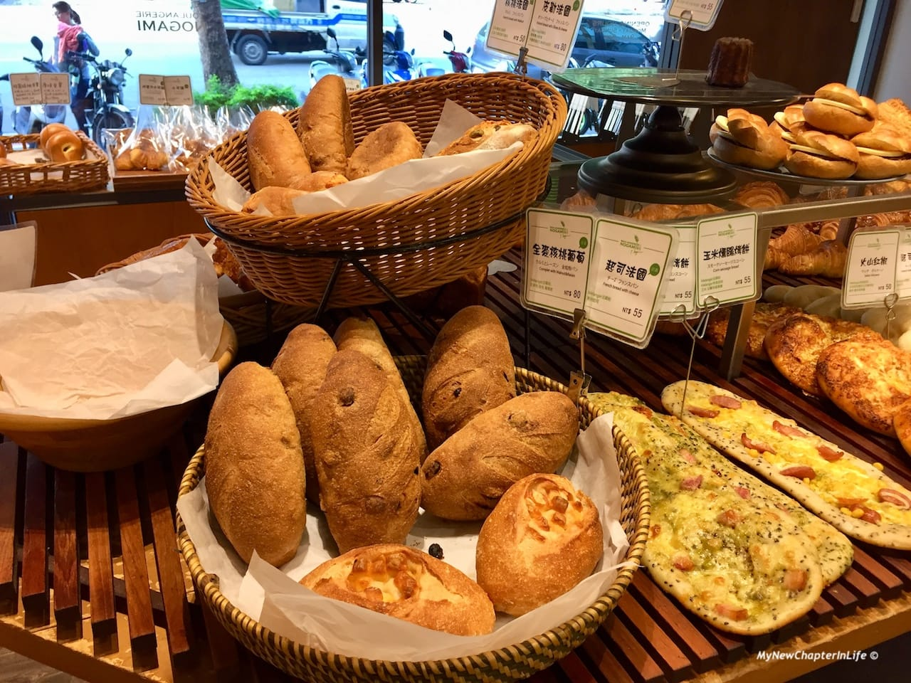 全麥核桃和各款法式麵包 Walnut whole-wheat bread and other French breads