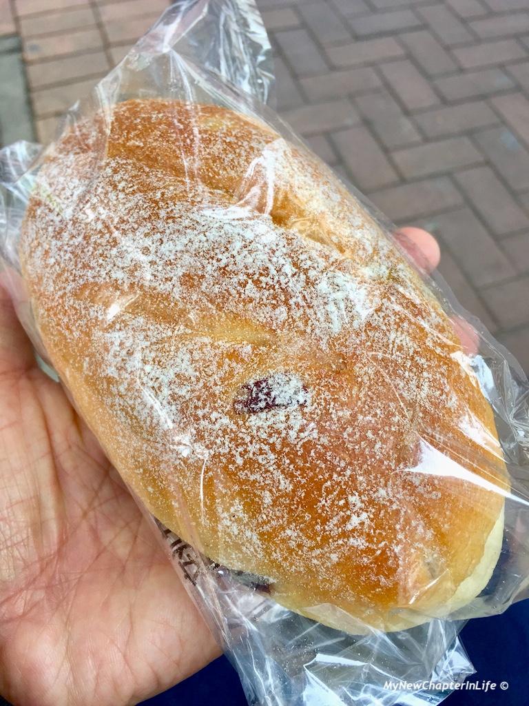 小紅莓、菠蘿芝士軟麥包 Raspberry, Pineapple and Cheese bread