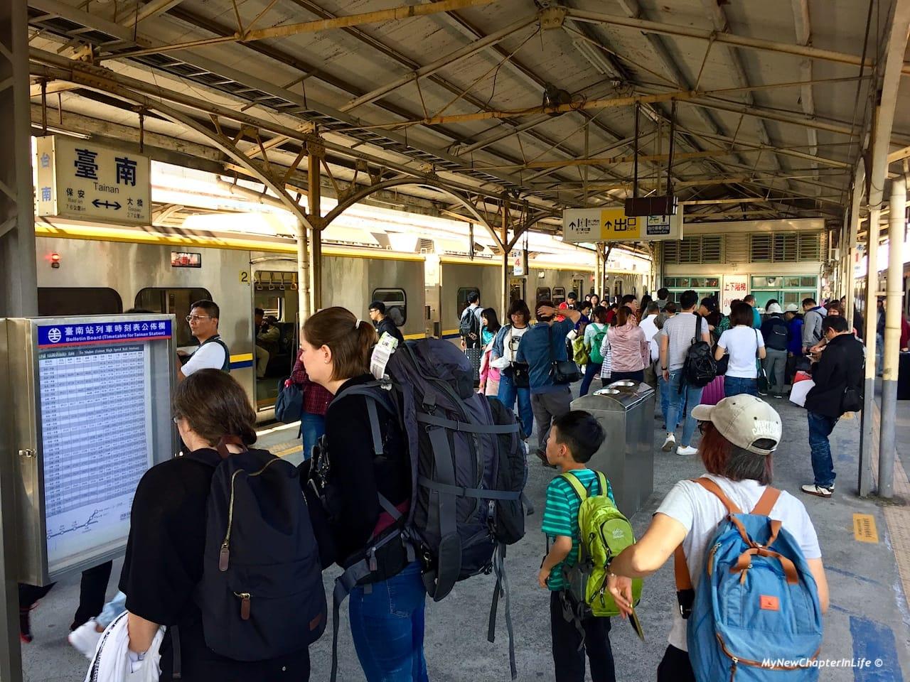 終於到達台南市車站 We finally arrived at the Tainan Station