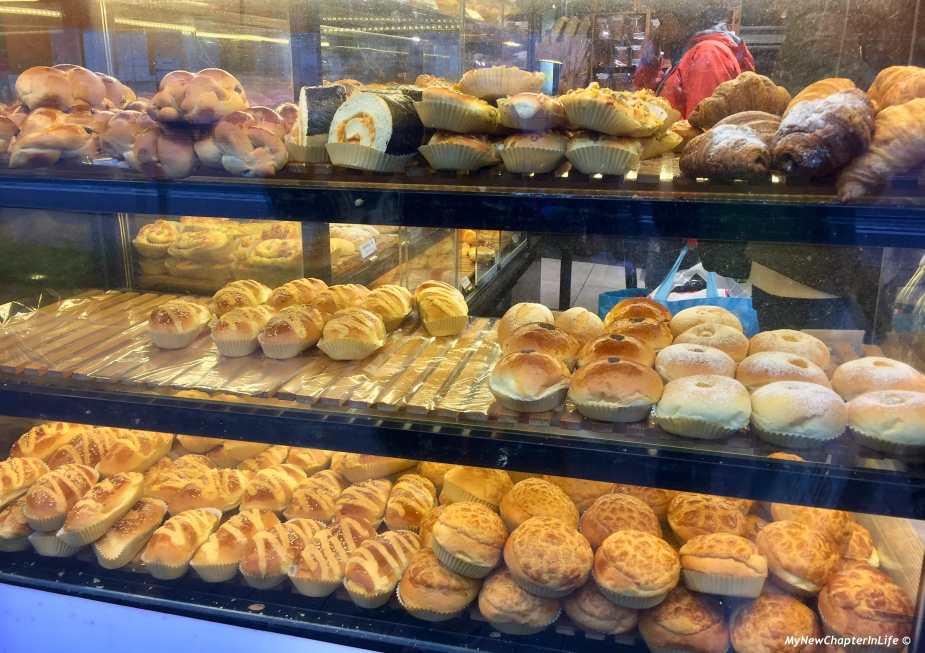 多款港式、日式和歐式麵包擠在一起 Various types of Hong Kong, Japan and European breads crowded together