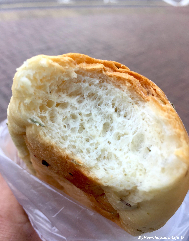 香草軟包內的氣孔形態不錯 Nice crumb of the Olive Oil bread