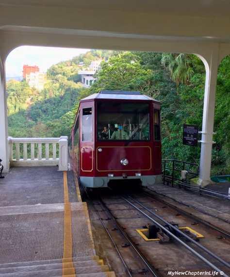 爬升中的山頂纜車 The ascending Peak Tram