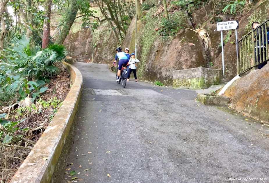 帶頭的女騎士 The great female leading cyclist