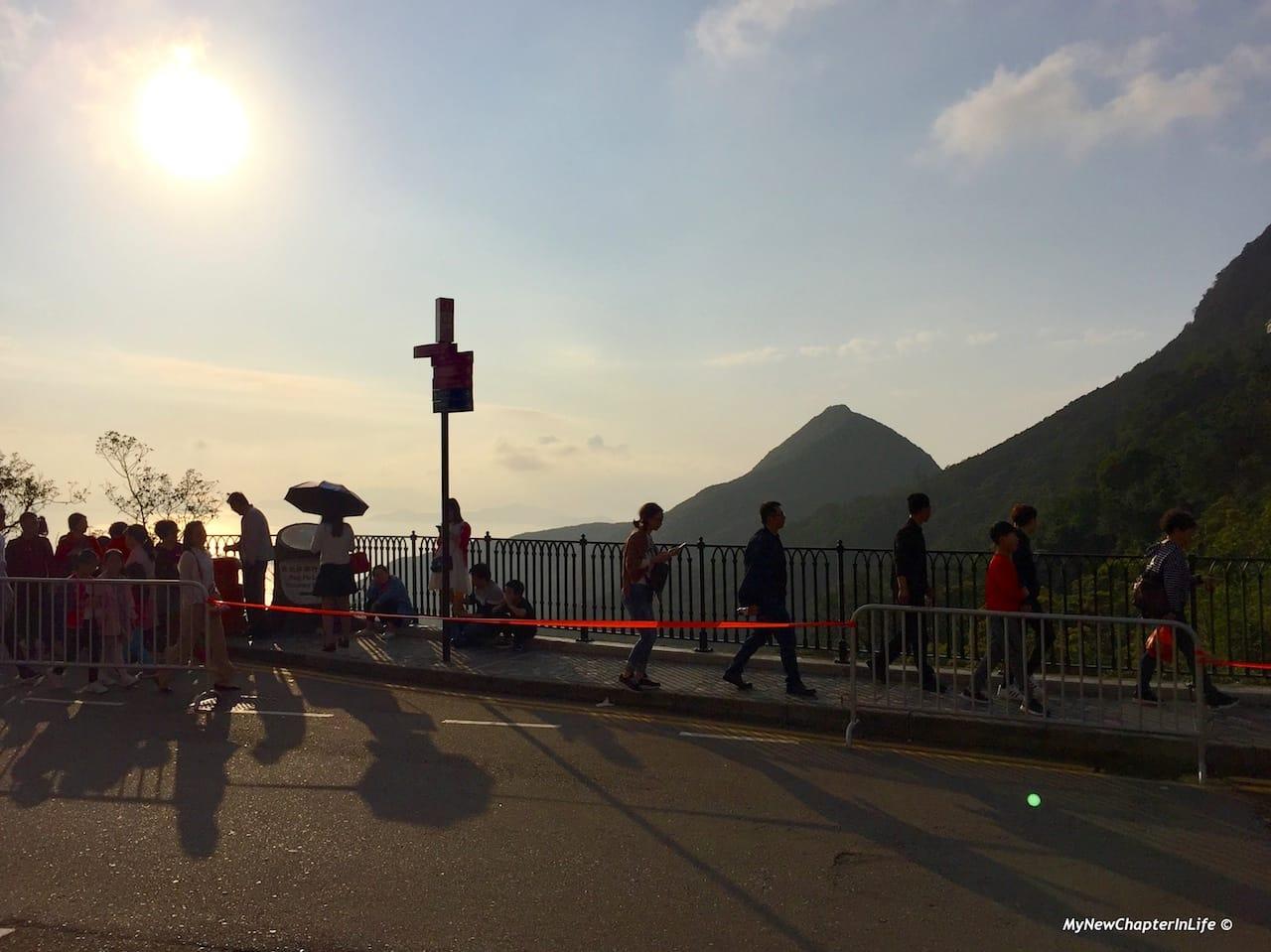 落日與擠滿旅客的山頂道 Lovely sunset and the crowded Peak Road
