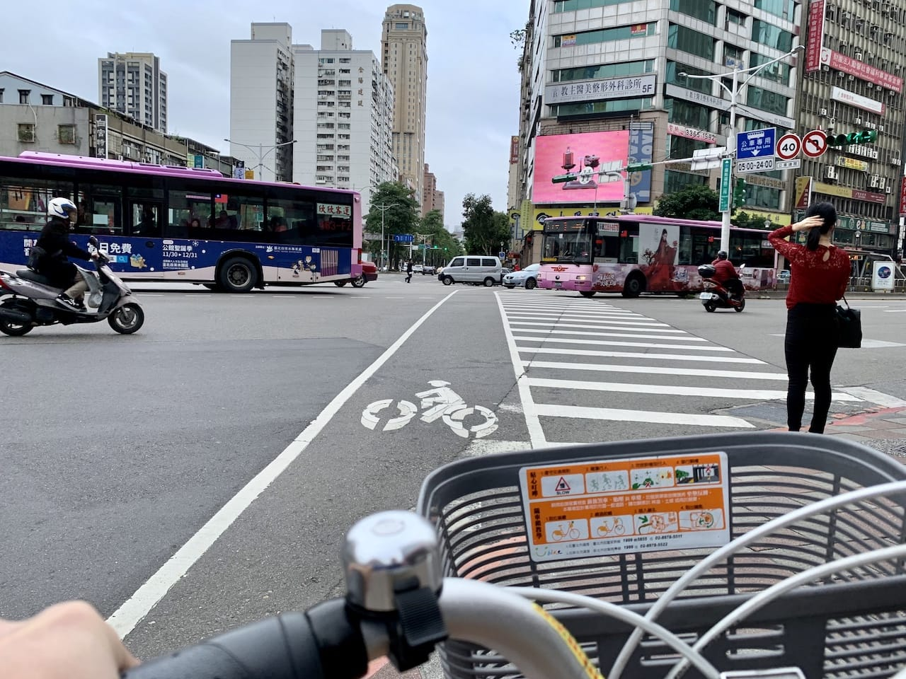 Heping East Road near Guting MRT Station 和平東路㨗運古亭站